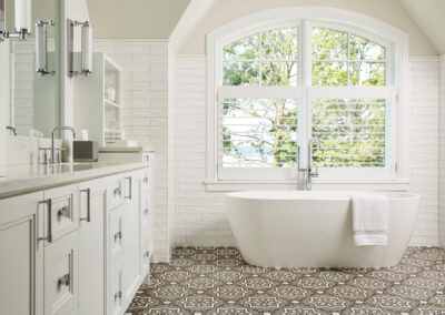 Lakeside Retreat master bathroom